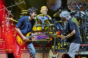 dead-and-company-john-mayer-nyc-msg-2015-billboard-02-650